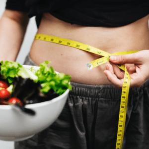 É possível emagrecer apenas com dieta e exercícios